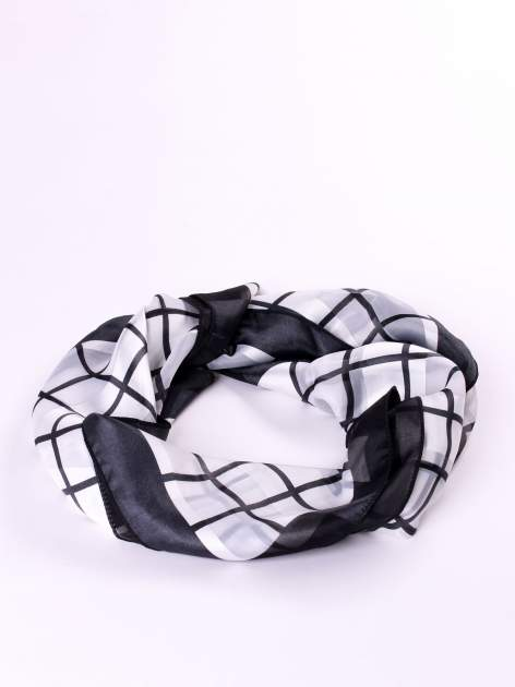 Biało-czarna chusta apaszka w kratę                                  zdj.                                  2