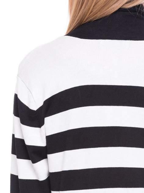 Biało-czarny pasiasty otwarty sweter kardigan z prążkowanym kołnierzem                                  zdj.                                  7
