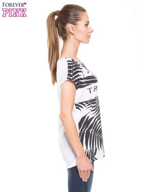 Biało-czarny t-shirt z tropikalnym printem                                  zdj.                                  1