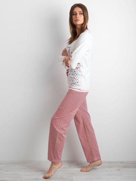 Biało-czerwona piżama damska z nadrukiem                              zdj.                              2