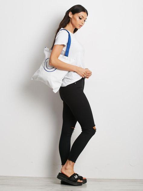 Biało-niebieska torba materiałowa z haftem                              zdj.                              4