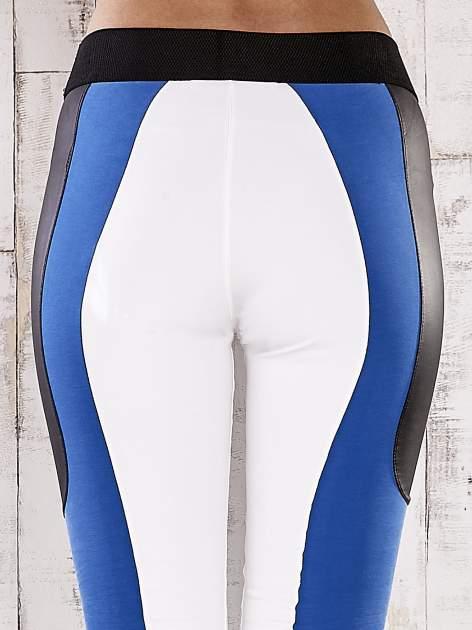 Biało-niebieskie legginsy z modułami                                  zdj.                                  5