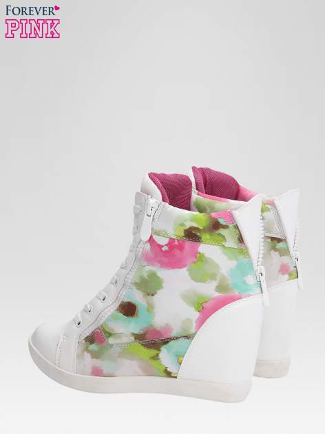 Biało-różowe sneakersy damskie z motywem floral                                  zdj.                                  5