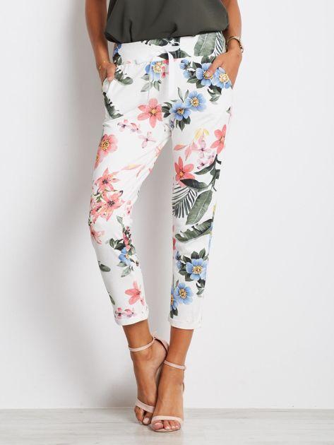 Biało-różowe spodnie Roses                              zdj.                              1