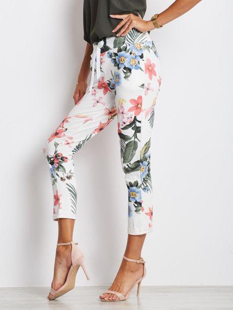 Biało-różowe spodnie Roses                              zdj.                              3