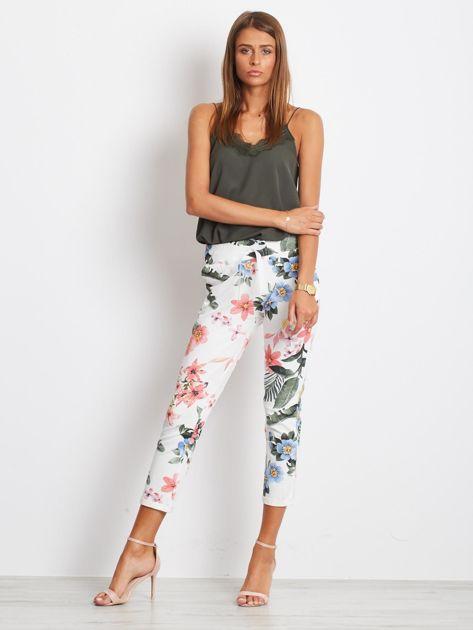 Biało-różowe spodnie Roses                              zdj.                              4