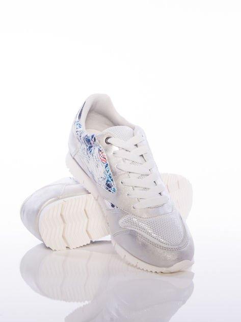Białoperłowe buty sportowe Vinceza z kwiatowym motywem na boku cholewki                              zdj.                              3