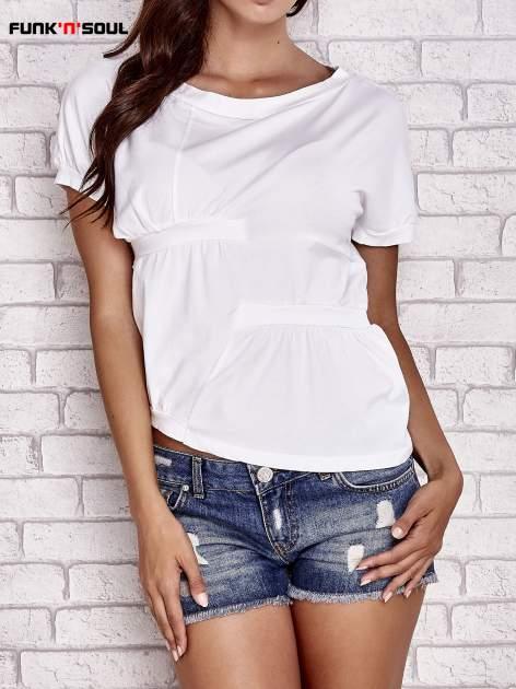 Biały asymetryczny t-shirt z zapięciem na plecach FUNK N SOUL                                  zdj.                                  1