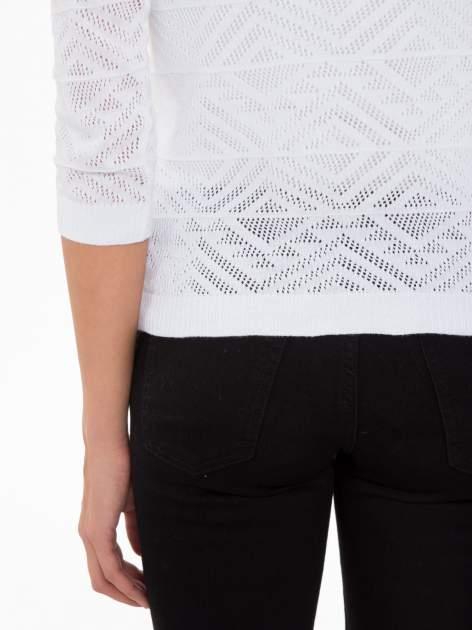 Biały ażurowy sweter kardigan na guziki                                  zdj.                                  8