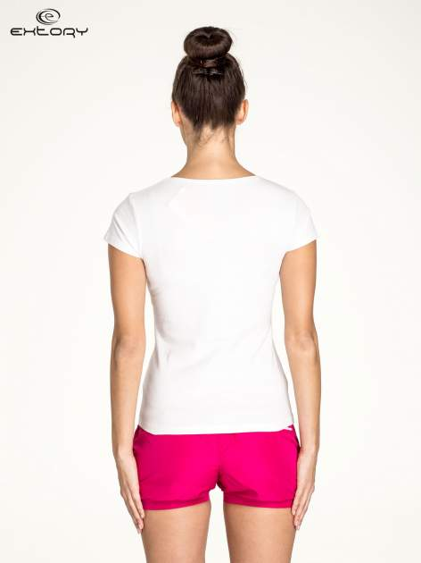 Biały damski t-shirt sportowy z dekoltem U                                  zdj.                                  2