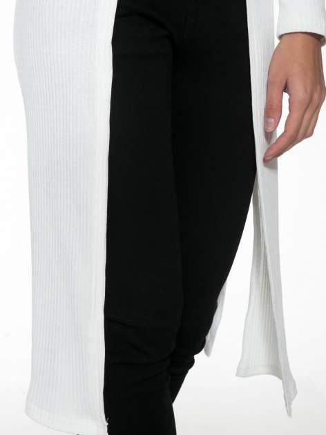 Biały długi prążkowany sweter kardigan                                  zdj.                                  6