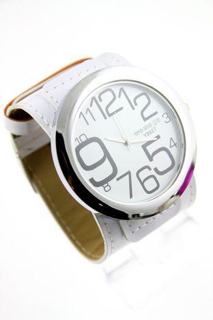 Biały duży zegarek damski na skórzanym pasku