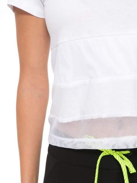 Biały gładki t-shirt z przeszyciami na dole                                  zdj.                                  7