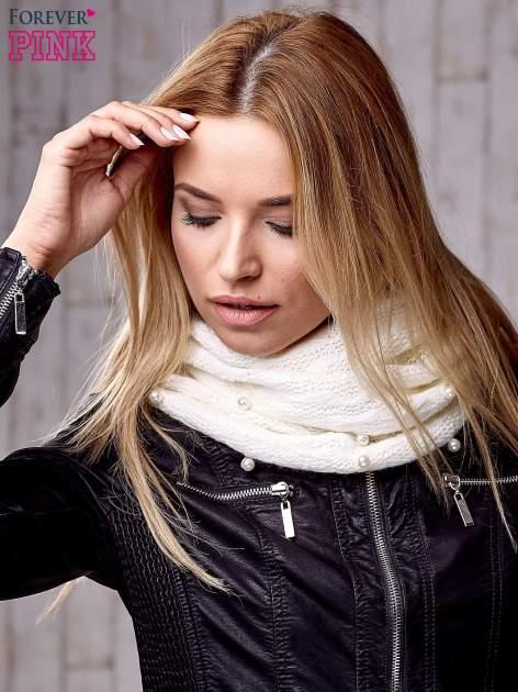 Biały kobiecy komin z perełkami                                  zdj.                                  2