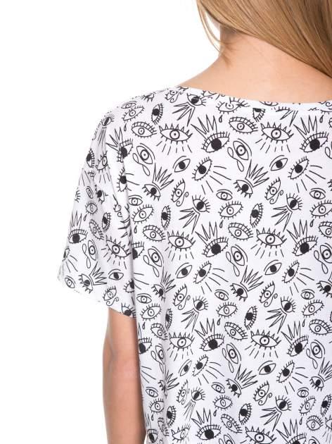 Biały luźny krótki t-shirt z kieszonką w nadruk oczu                                  zdj.                                  9