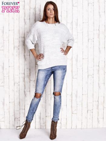 Biały sweter fluffy z metaliczną nicią                                  zdj.                                  2