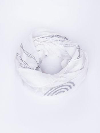 Biały szal w graficzny, organiczny wzór                                  zdj.                                  2