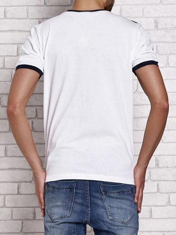 Biały t-shirt męski z aplikacjami i napisami