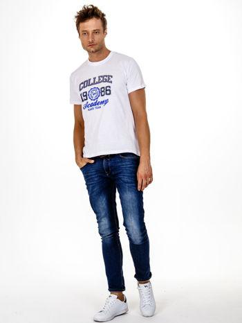 Biały t-shirt męski z nadrukiem i napisem COLLEGE 1986                                  zdj.                                  5