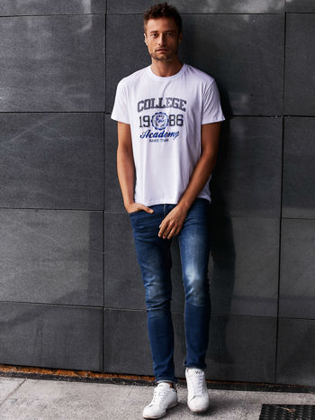 Biały t-shirt męski z nadrukiem i napisem COLLEGE 1986                                  zdj.                                  7