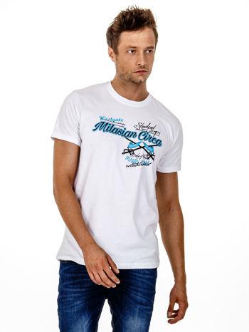Biały t-shirt męski z nadrukiem napisów w sportowym stylu                                  zdj.                                  2