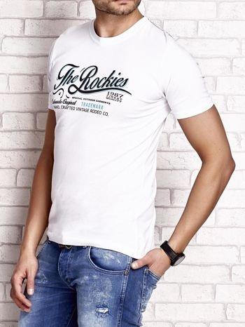 Biały t-shirt męski z nadrukiem napisu THE ROCKIES                                  zdj.                                  3