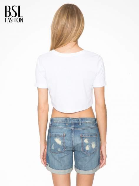Biały t-shirt przed pępek ze złotym nadrukiem GET INTO IT                                  zdj.                                  4
