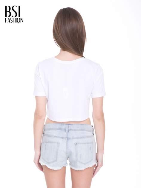 Biały t-shirt typu crop top ze złotym napisem BALLIN PARIS                                  zdj.                                  4