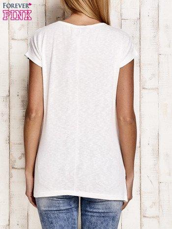 Biały t-shirt w czerwone paski z napisem SUPER DRY GIRL                                  zdj.                                  2