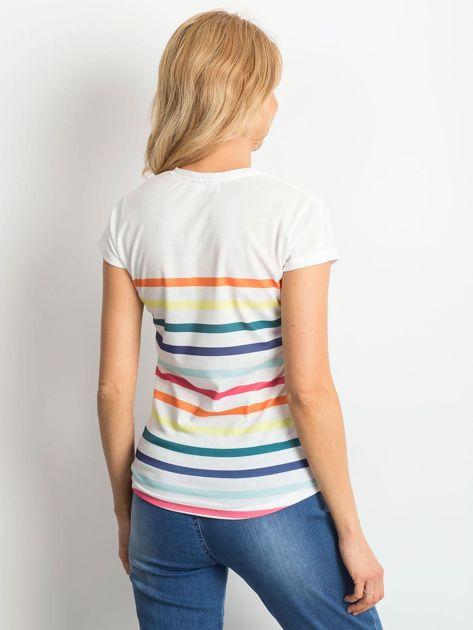 Biały t-shirt w kolorowe paski                              zdj.                              2