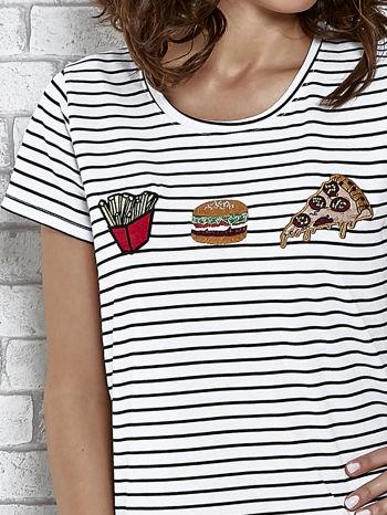 Biały t-shirt w paski z nadrukiem jedzenia                                  zdj.                                  5