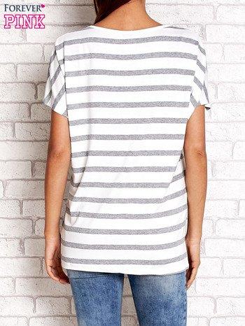 Biały t-shirt w szare paski z napisem NORTH CHAPEL STREET                                  zdj.                                  2