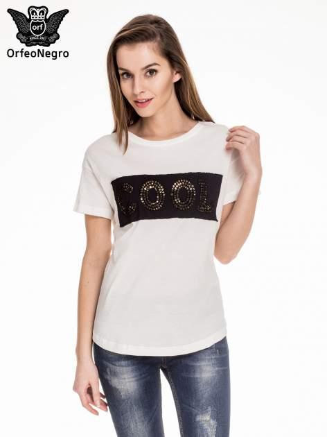 Biały t-shirt z aplikacją COOL z cekinów