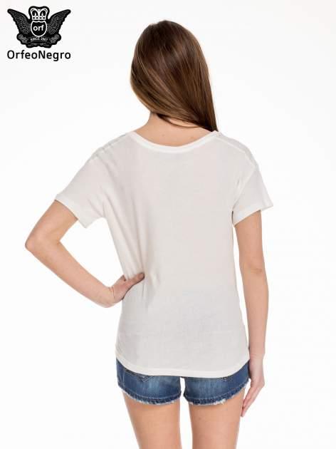 Biały t-shirt z aplikacją ENJOY z cekinów                                  zdj.                                  4