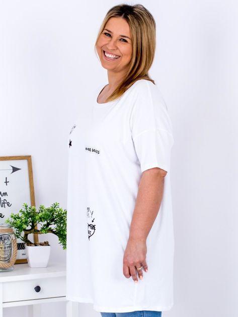 Biały t-shirt z aplikacją PLUS SIZE                              zdj.                              5