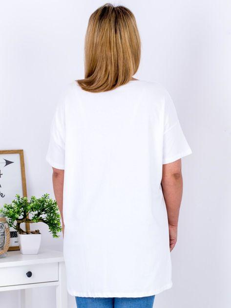 Biały t-shirt z aplikacją PLUS SIZE                              zdj.                              2