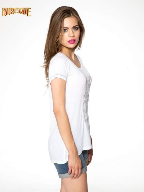 Biały t-shirt z błyszczącym numerem 1983                                  zdj.                                  3