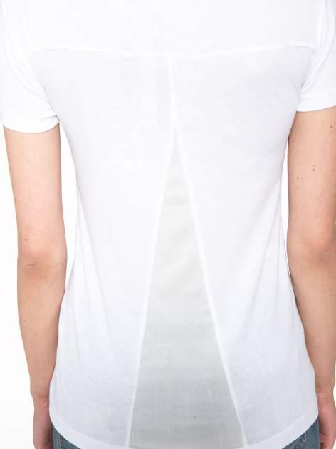 Biały t-shirt z fotografiami miast                                  zdj.                                  9