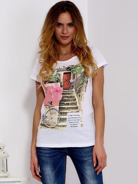 Biały t-shirt z fotograficznym nadrukiem                              zdj.                              1