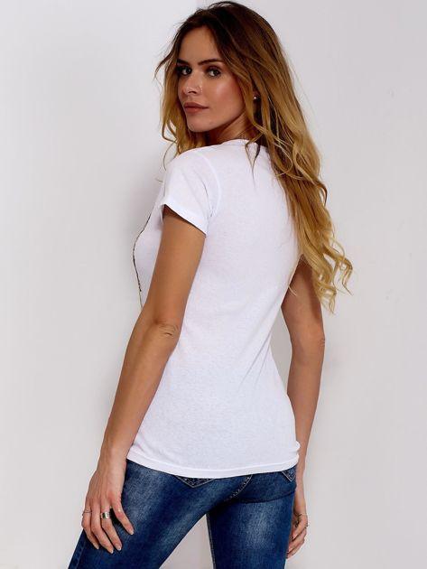 Biały t-shirt z fotograficznym nadrukiem                              zdj.                              2
