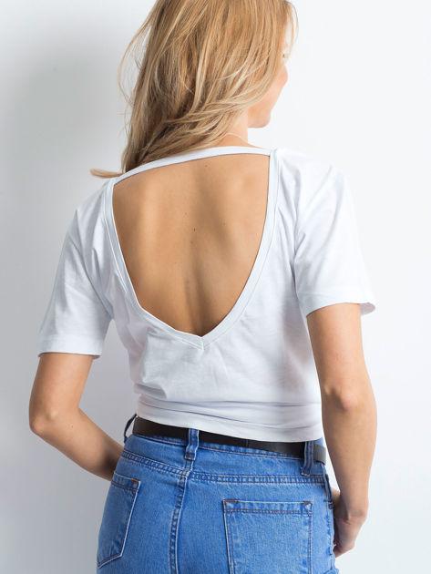 Biały t-shirt z głębokim dekoltem z tyłu                              zdj.                              2