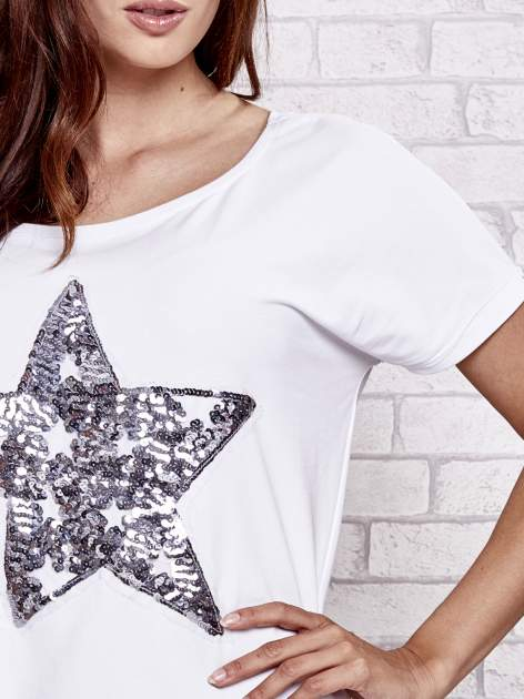 Biały t-shirt z gwiazdą z cekinów                                  zdj.                                  5