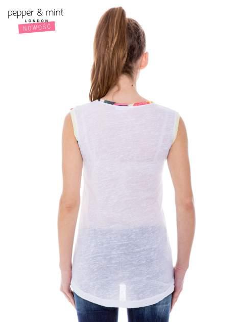 Biały t-shirt z kolorową kieszonką i lamówką                              zdj.                              4