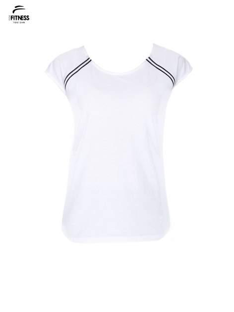 Biały t-shirt z kontrastowym przeszyciem przy rękawach                                  zdj.                                  2
