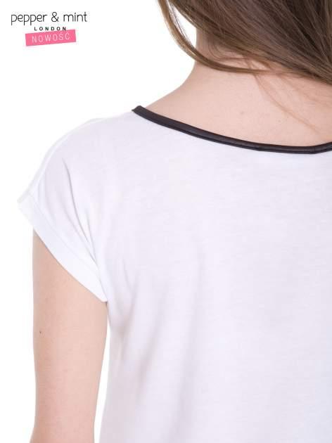 Biały t-shirt z kwiatowym nadrukiem i napisem UNIMAGINABLE SENSE                                  zdj.                                  8