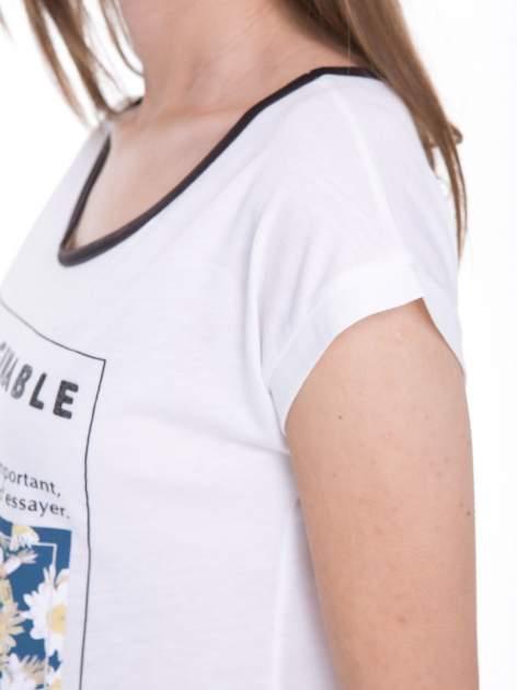 Biały t-shirt z kwiatowym nadrukiem i napisem UNIMAGINABLE SENSE                                  zdj.                                  9