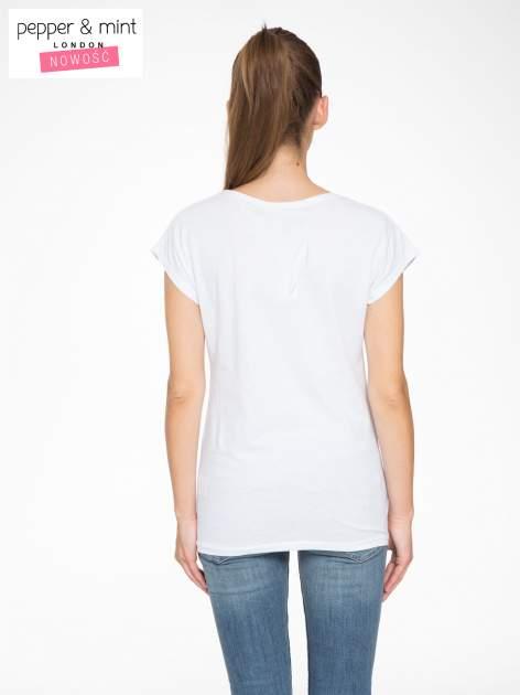 Biały t-shirt z motywem serca                                  zdj.                                  4