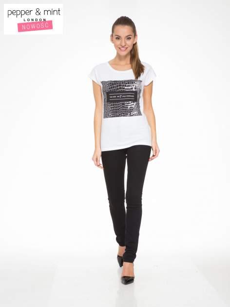 Biały t-shirt z motywem zwierzęcym                                  zdj.                                  5