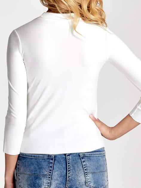 Biały t-shirt z nadrukiem                                  zdj.                                  6