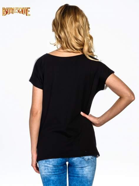 Biały t-shirt z nadrukiem BABYDOLL REBEL 83                                  zdj.                                  4